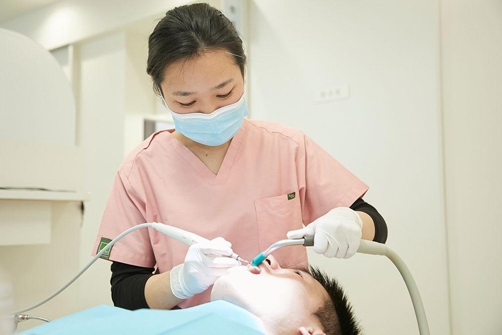 歯科医師と歯科衛生士